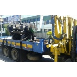transporte de máquina com munck Cumbica