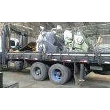 carregamento de container com caminhão munck